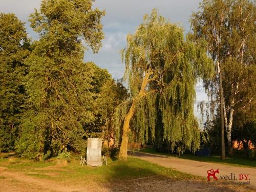 Памятный знак у вьезда в усадьбу Бохвицев во Флерьяново.