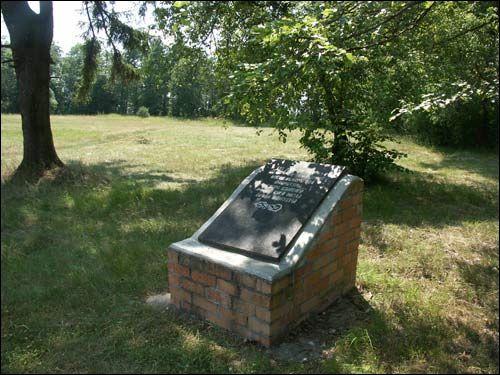 Парк Репихово - табличка в память о Яне Чечёте.